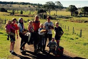 澳洲单亲妈妈一周100元养活8个孩子
